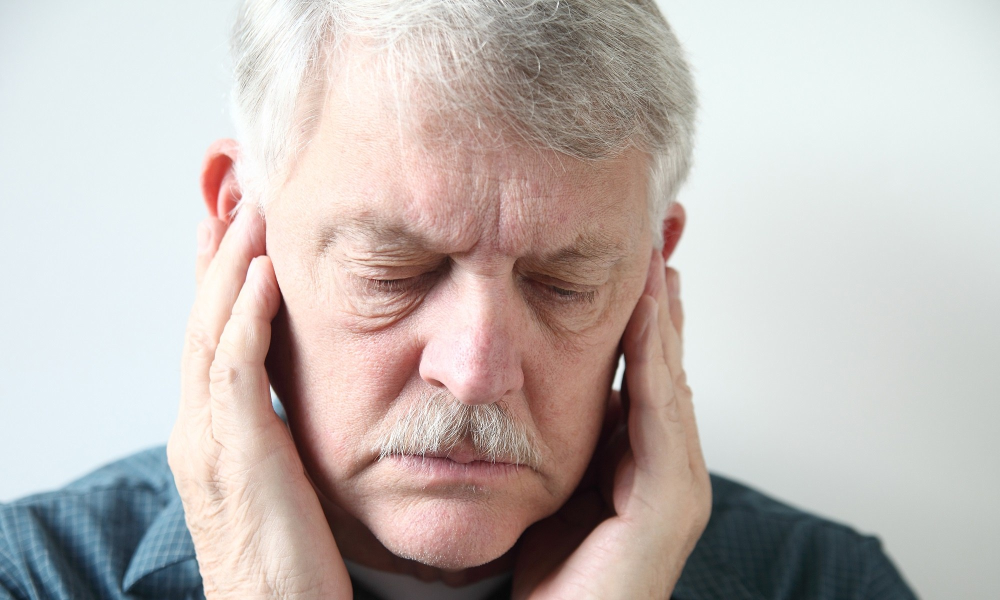 不管耳鳴或腦鳴,都是因為聽覺器官的損傷之後,腦部的感受異常所造成的