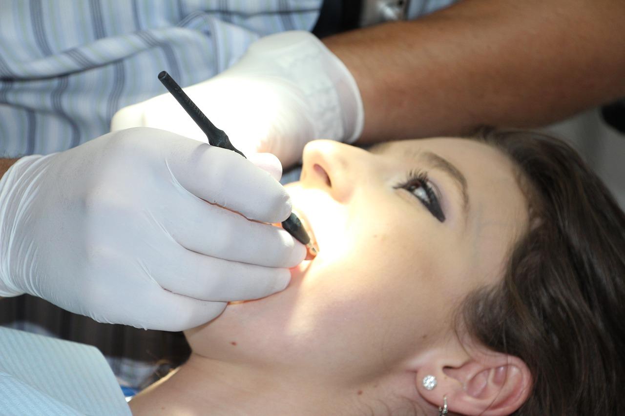 拔牙能瘦臉嗎?