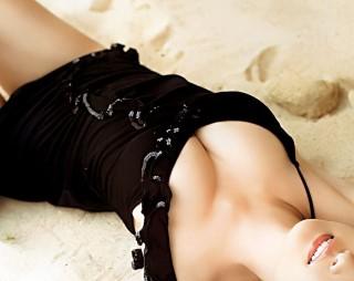 ▲自體脂肪隆乳手術後,一個月內不可以重壓乳房,所以會建議不能趴睡或側睡,所謂的自體脂肪隆乳後的八字真訣是:「好好睡覺、不要管它」