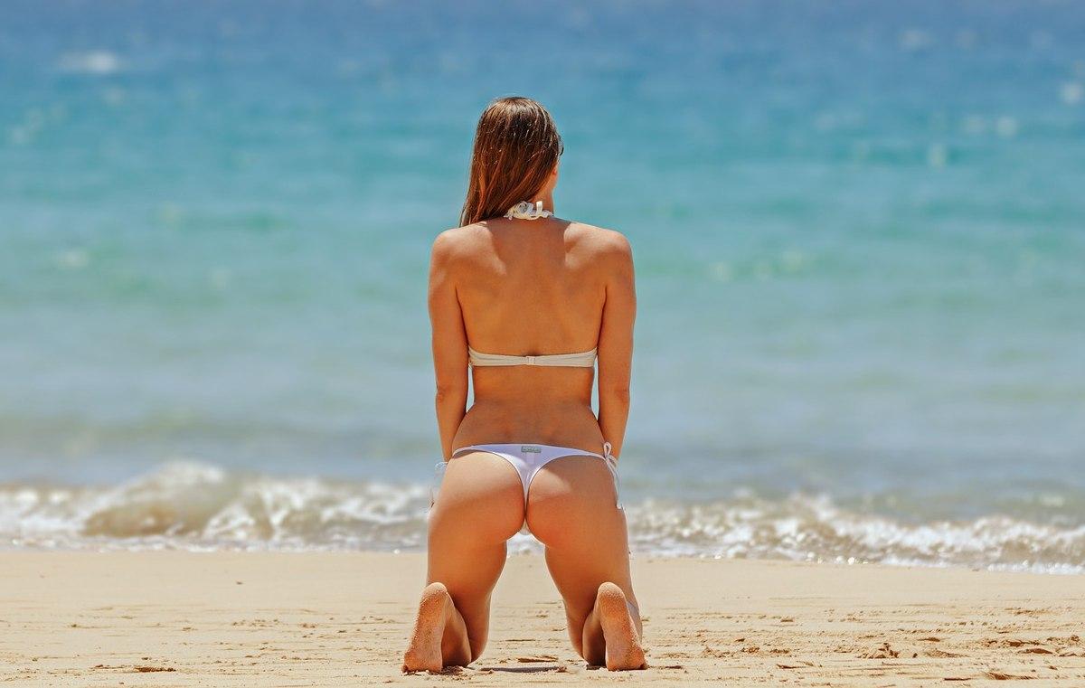 擁有翹臀豐臀的訣竅是:凹陷的部位補足,多餘的贅肉消除