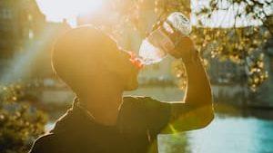 水喝越多越好?小心水中毒