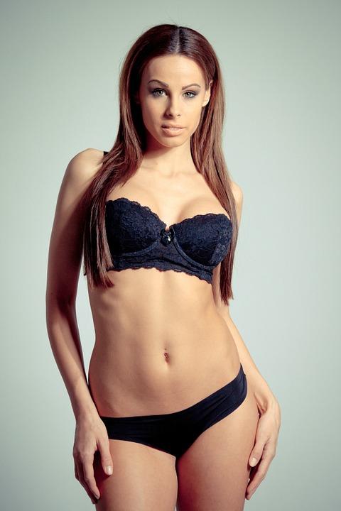 要辨認女人胸部是否為真,不只看胸部觸感及形狀,也要注意胸部周圍的脂肪