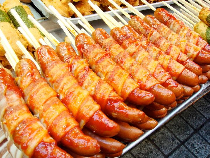 香腸、熱狗、火腿、培根都是致癌物, 吃多了容易罹患大腸癌...