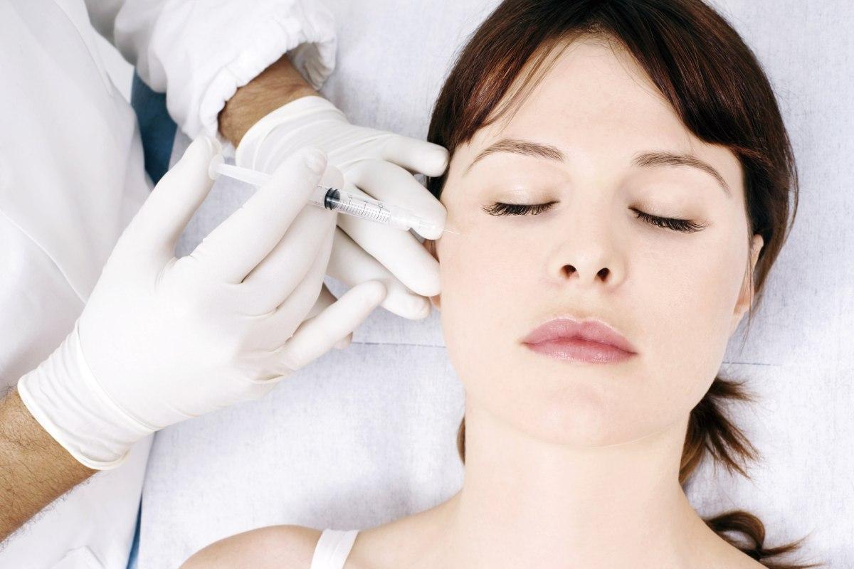自體脂肪移植也可以有效的填補夫妻宮、眼窩凹陷、淚溝、臉頰、法令紋、木偶紋、隆鼻和墊下巴