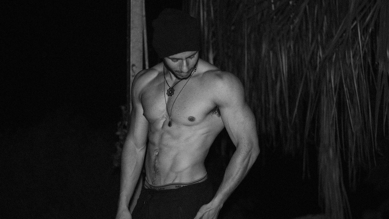 怎樣練出腹肌呢? 除了肌肉訓練, 雷射溶脂也是個好方法