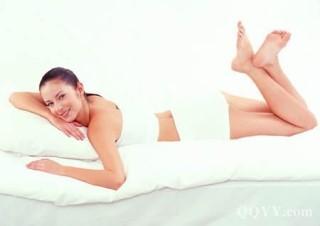 豆漿中的大豆異黃酮是一種天然雌激素,多喝不但可以瘦腿,避免長成蘿蔔腿,對於胸部發育也有幫助喔...