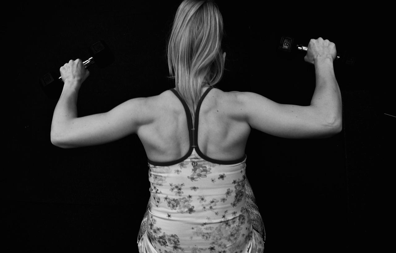 鍛鍊背部很困難嗎? 三個簡單動作讓你輕鬆瘦背部